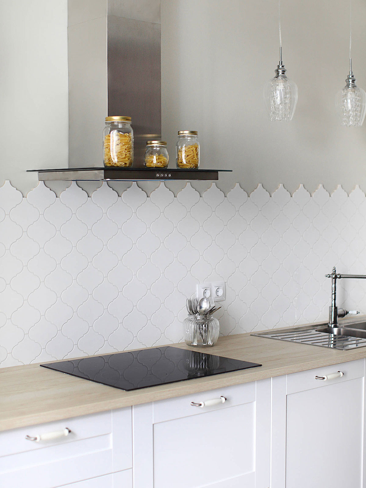 White Glazed Porcelain Arabesque Backsplash Tile