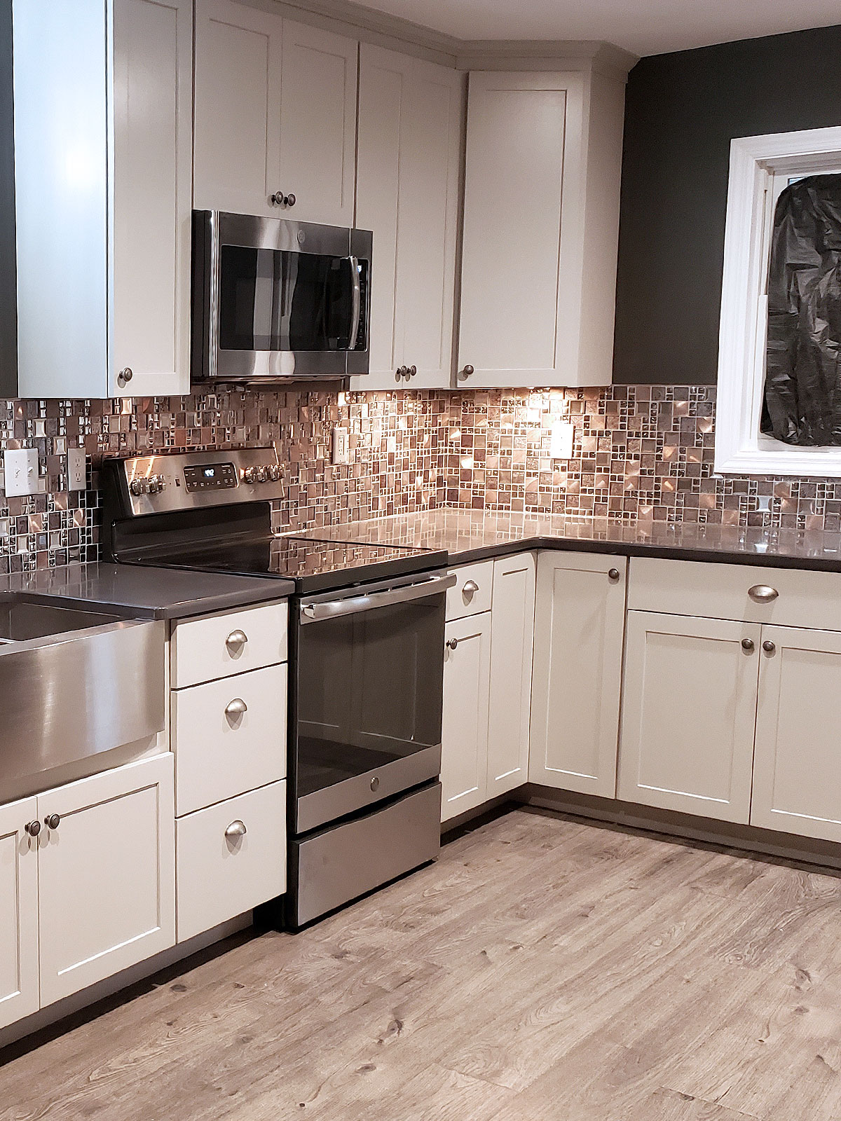 White cabinet brown quartz countertop backsplash tile BA62010