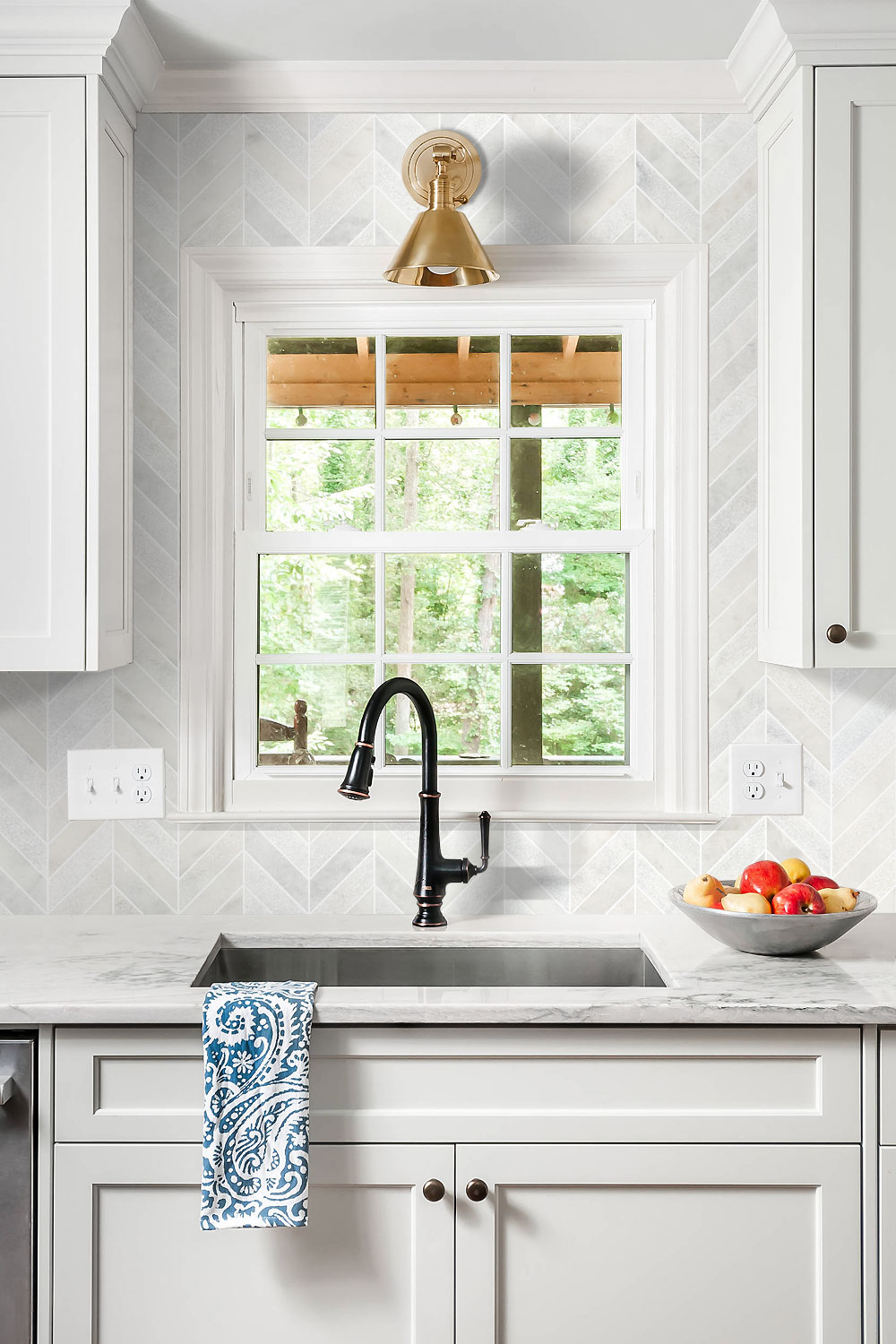 White Kitchen Cabinets Marble Countertop Marble Backsplash Tile