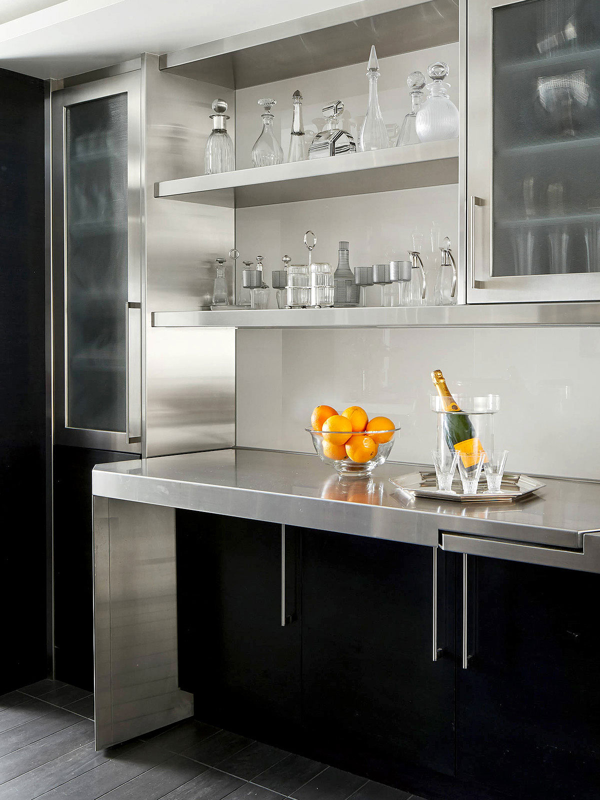 Modern Kitchen Bar With Stainless Steel Countertop Backsplash Com