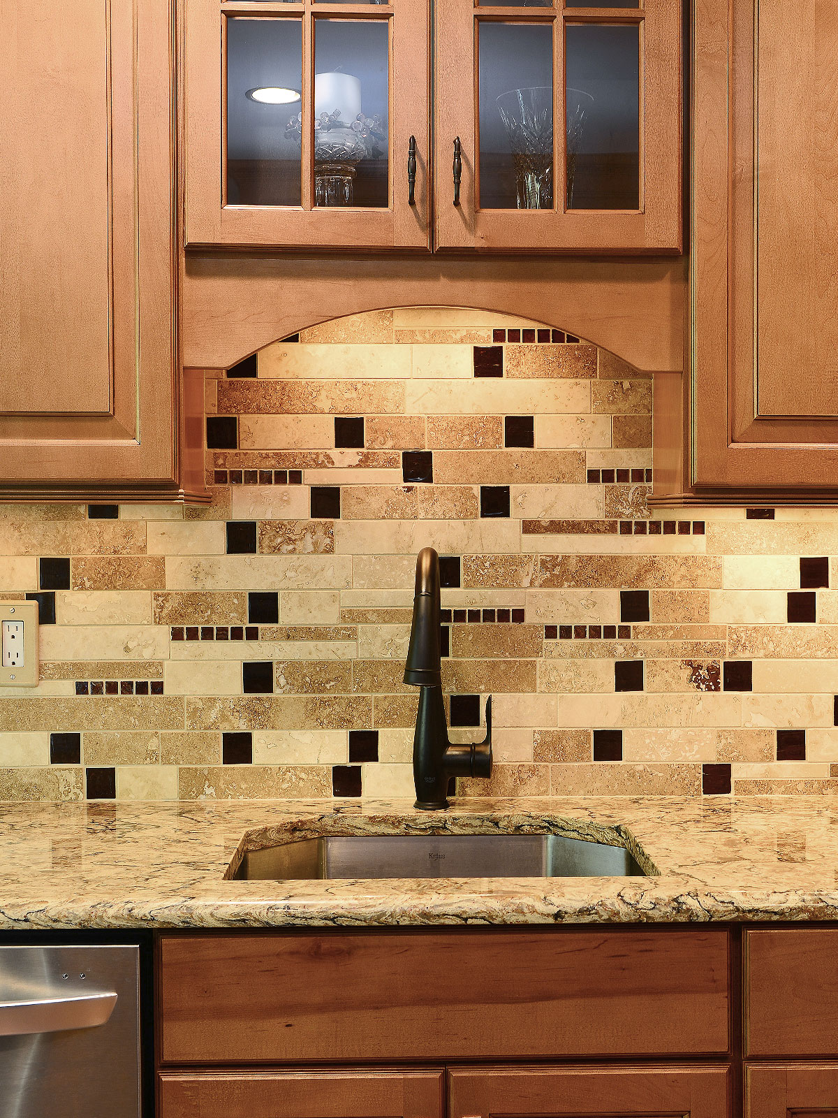 - 73+ Brown Backsplash Ideas - ( A Traditional? ) Classy Brown Ideas!