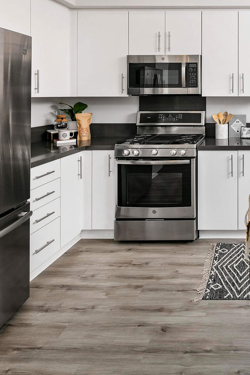 9+ White Cabinet Black Countertop INSPIRING LOOK   Cabinets